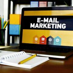 Email Marketing Laptop Desk  - ProdeepAhmeed / Pixabay